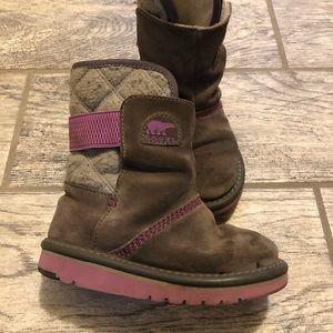 Sorel ugg style girls boots